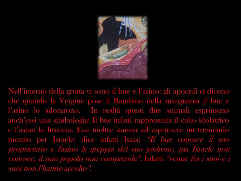 Nellinterno della grotta vi sono il bue e lasino: gli apocrifi ci dicono che quando la Vergine pose il Bambino nella mangiatoia il bue e lasino lo ado