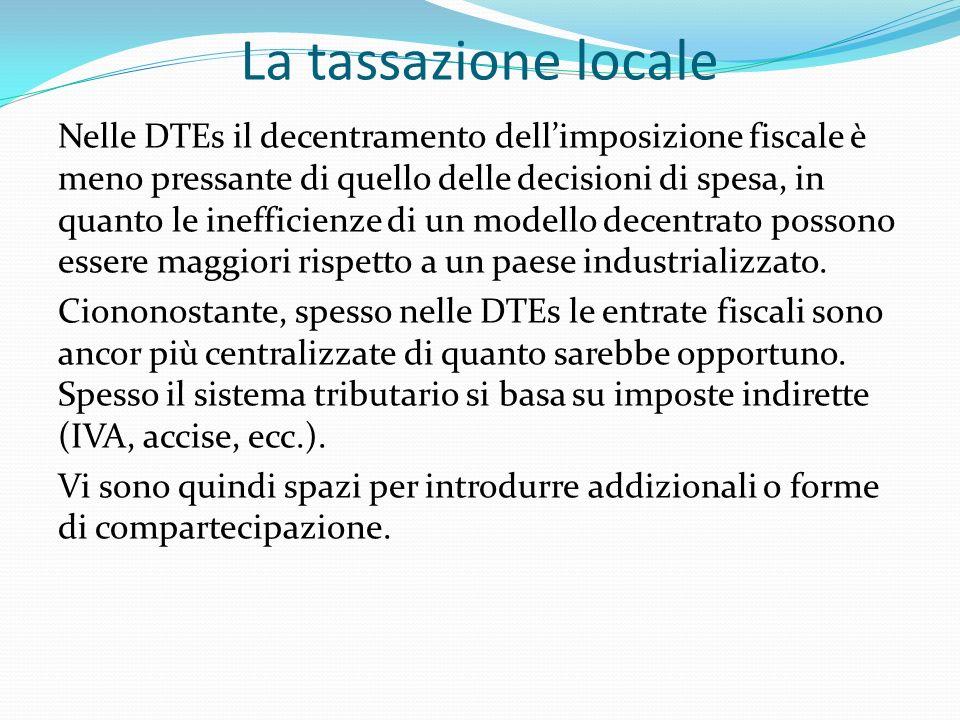 La tassazione locale Nelle DTEs il decentramento dellimposizione fiscale è meno pressante di quello delle decisioni di spesa, in quanto le inefficienze di un modello decentrato possono essere maggiori rispetto a un paese industrializzato.