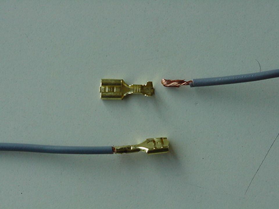 Come creare un collegamento elettrico stabile su una batteria piatta da 4,5 volt con degli attacchi faston femmina Qualche consiglio pratico