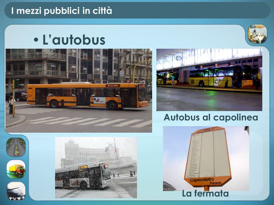 I mezzi pubblici in città Lautobus Autobus al capolinea La fermata