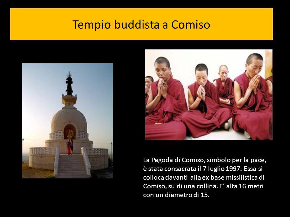 Tempio buddista a Comiso La Pagoda di Comiso, simbolo per la pace, è stata consacrata il 7 luglio 1997. Essa si colloca davanti alla ex base missilist