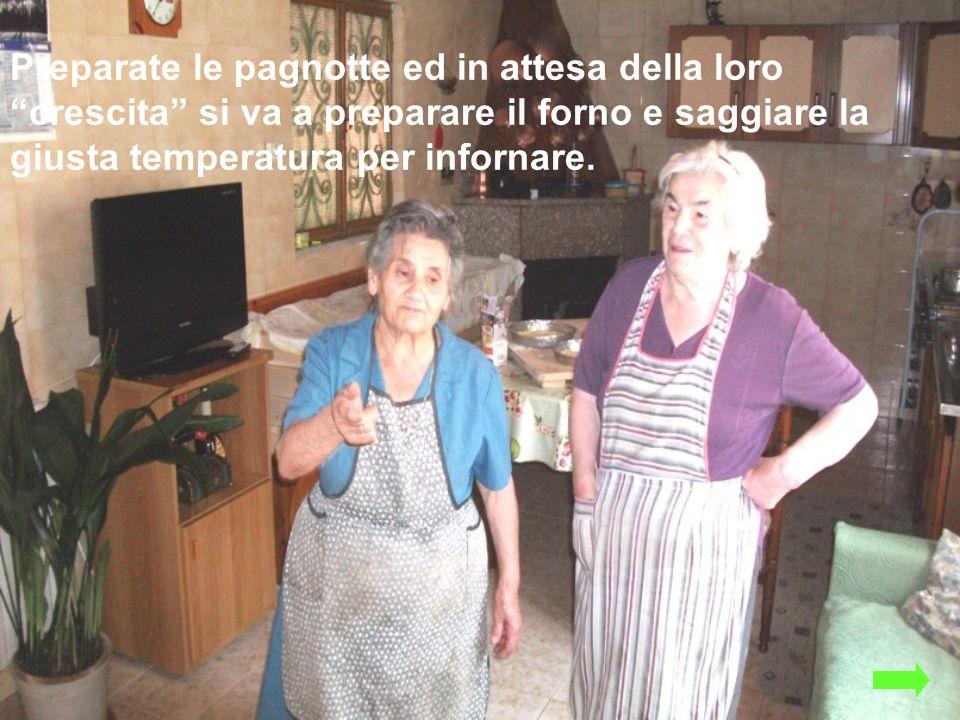 Preparate le pagnotte ed in attesa della loro crescita si va a preparare il forno e saggiare la giusta temperatura per infornare.