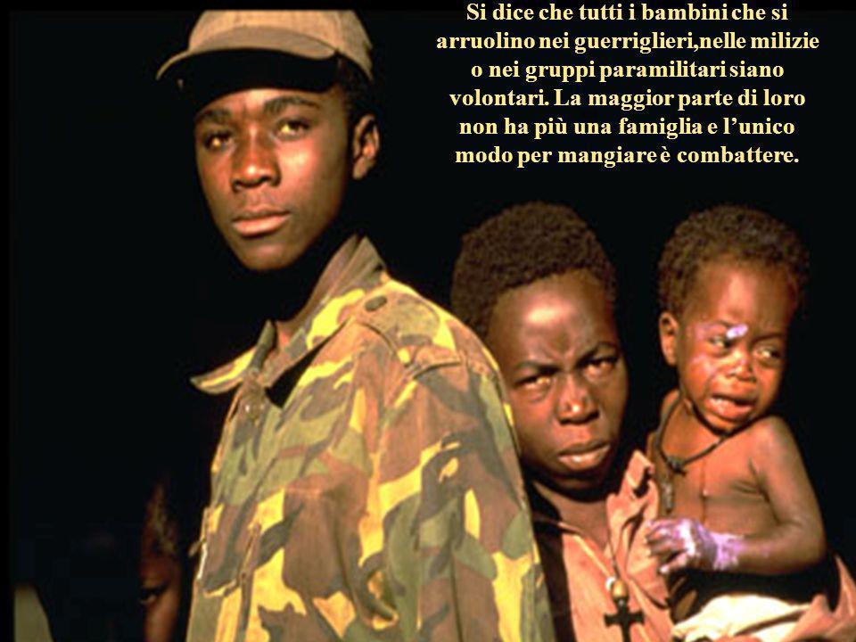 Si dice che tutti i bambini che si arruolino nei guerriglieri,nelle milizie o nei gruppi paramilitari siano volontari. La maggior parte di loro non ha