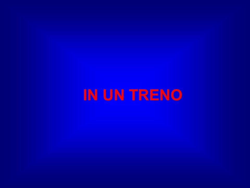 Berlusconi voleva baciare mè, al buio si è sbagliato, ha baciato Fini e quello gli ha mollato uno schiaffo !.
