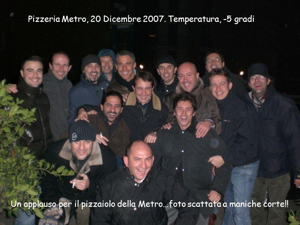 Un applauso per il pizzaiolo della Metro…foto scattata a maniche corte!! Pizzeria Metro, 20 Dicembre 2007. Temperatura, -5 gradi