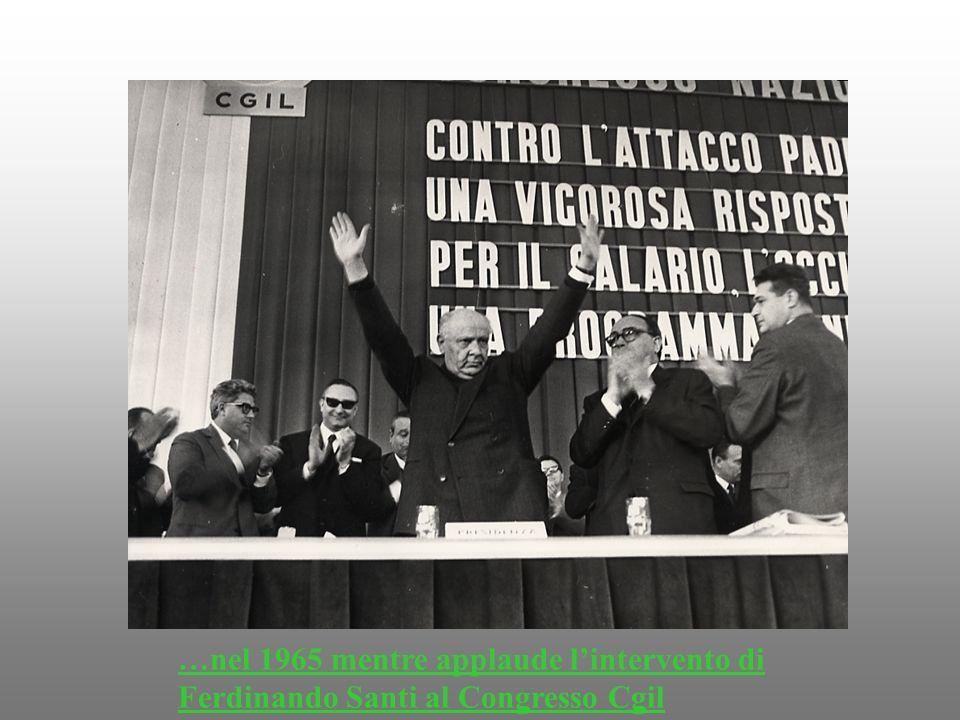 …nel 1965 mentre applaude lintervento di Ferdinando Santi al Congresso Cgil