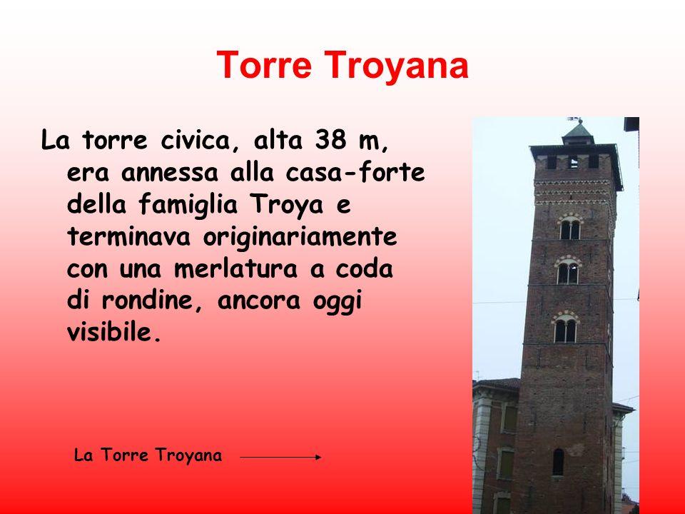 Torre Troyana La torre civica, alta 38 m, era annessa alla casa-forte della famiglia Troya e terminava originariamente con una merlatura a coda di ron