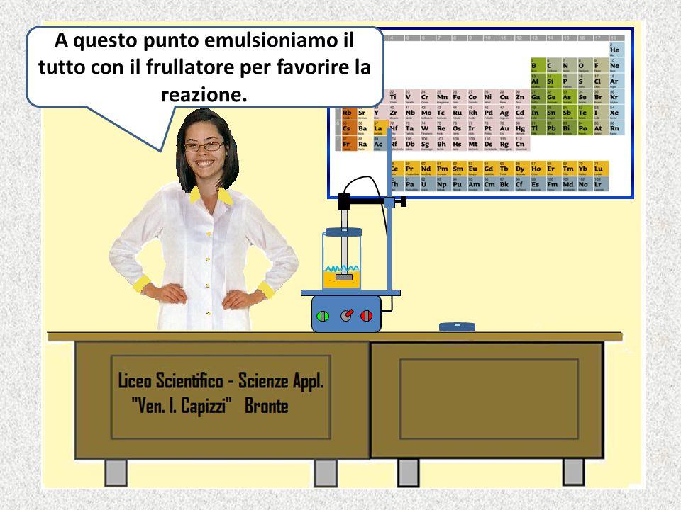 Ora versiamo la soluzione acquosa della soda nellolio di oliva.