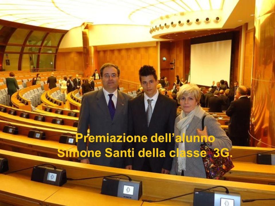 Premiazione dellalunno Simone Santi della classe 3G.