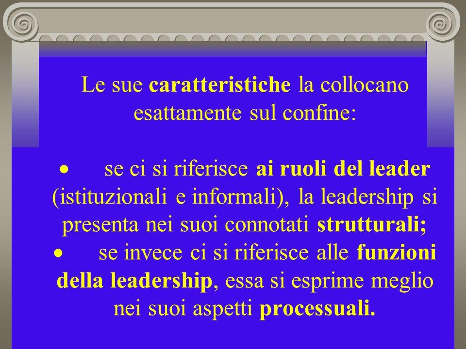 Le sue caratteristiche la collocano esattamente sul confine: se ci si riferisce ai ruoli del leader (istituzionali e informali), la leadership si presenta nei suoi connotati strutturali; se invece ci si riferisce alle funzioni della leadership, essa si esprime meglio nei suoi aspetti processuali.