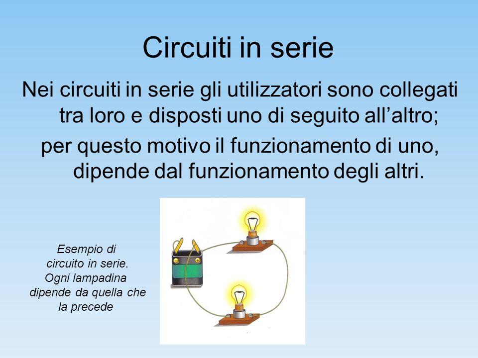 Circuiti in parallelo Nei circuiti in parallelo gli utilizzatori sono collegati al generatore indipendentemente luno dallaltro.