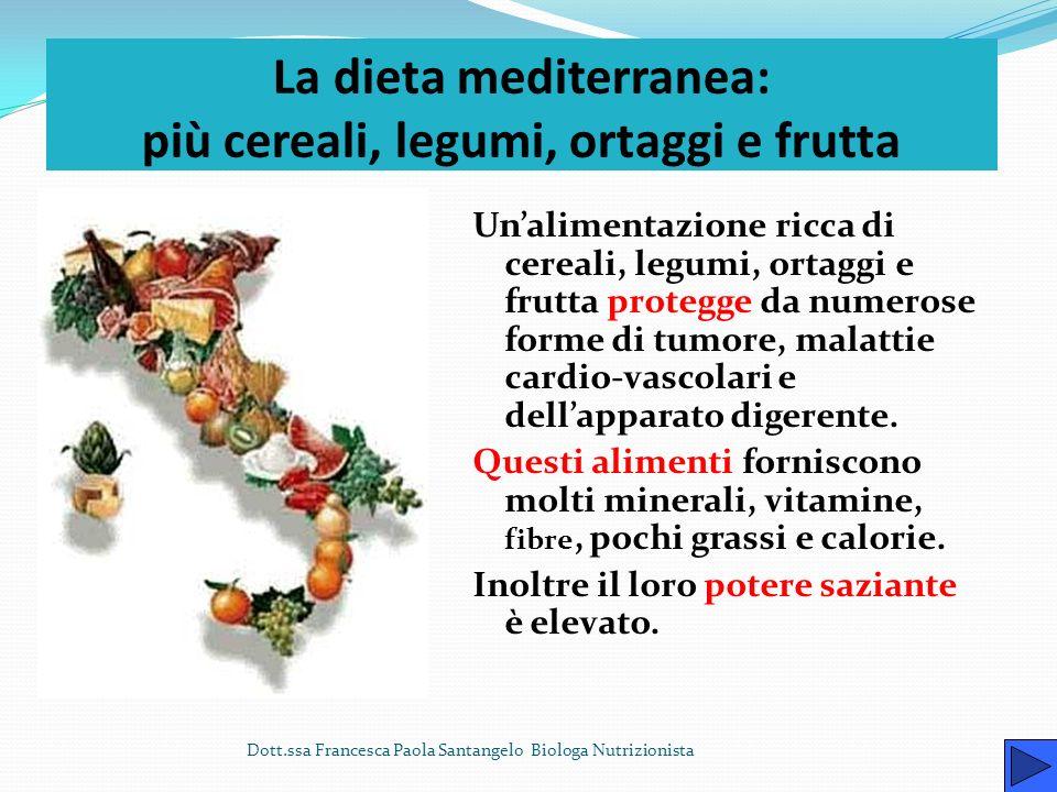 La cucina tradizionale italiana La cucina italiana è caratterizzata Da abbondanti alimenti di origine vegetale: frutta, verdura, legumi, cereali, pata