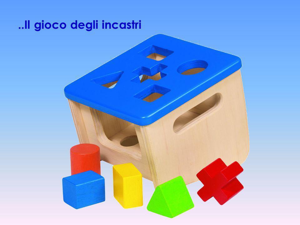 Trenino con i blocchi colorati di forme diverse