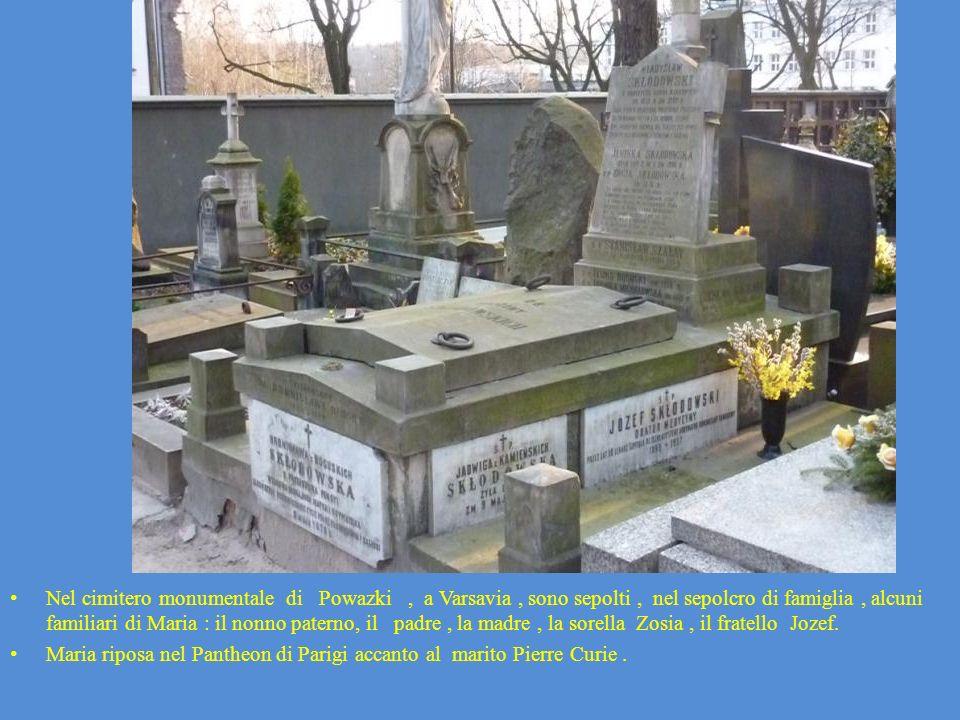 Nel cimitero monumentale di Powazki, a Varsavia, sono sepolti, nel sepolcro di famiglia, alcuni familiari di Maria : il nonno paterno, il padre, la ma
