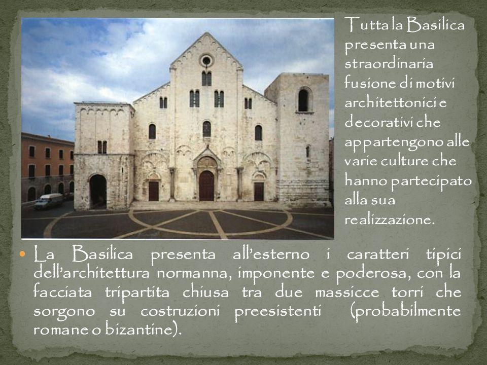 La Basilica presenta allesterno i caratteri tipici dellarchitettura normanna, imponente e poderosa, con la facciata tripartita chiusa tra due massicce torri che sorgono su costruzioni preesistenti (probabilmente romane o bizantine).