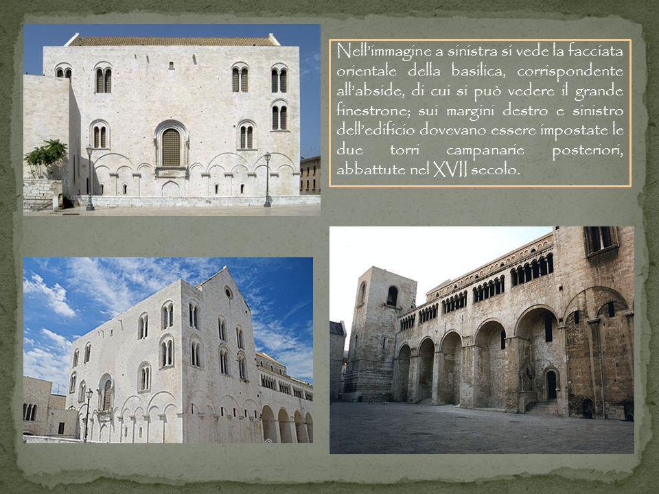 Nellimmagine a sinistra si vede la facciata orientale della basilica, corrispondente allabside, di cui si può vedere il grande finestrone; sui margini destro e sinistro delledificio dovevano essere impostate le due torri campanarie posteriori, abbattute nel XVII secolo.