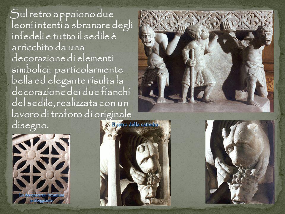 Sul retro appaiono due leoni intenti a sbranare degli infedeli e tutto il sedile è arricchito da una decorazione di elementi simbolici; particolarment