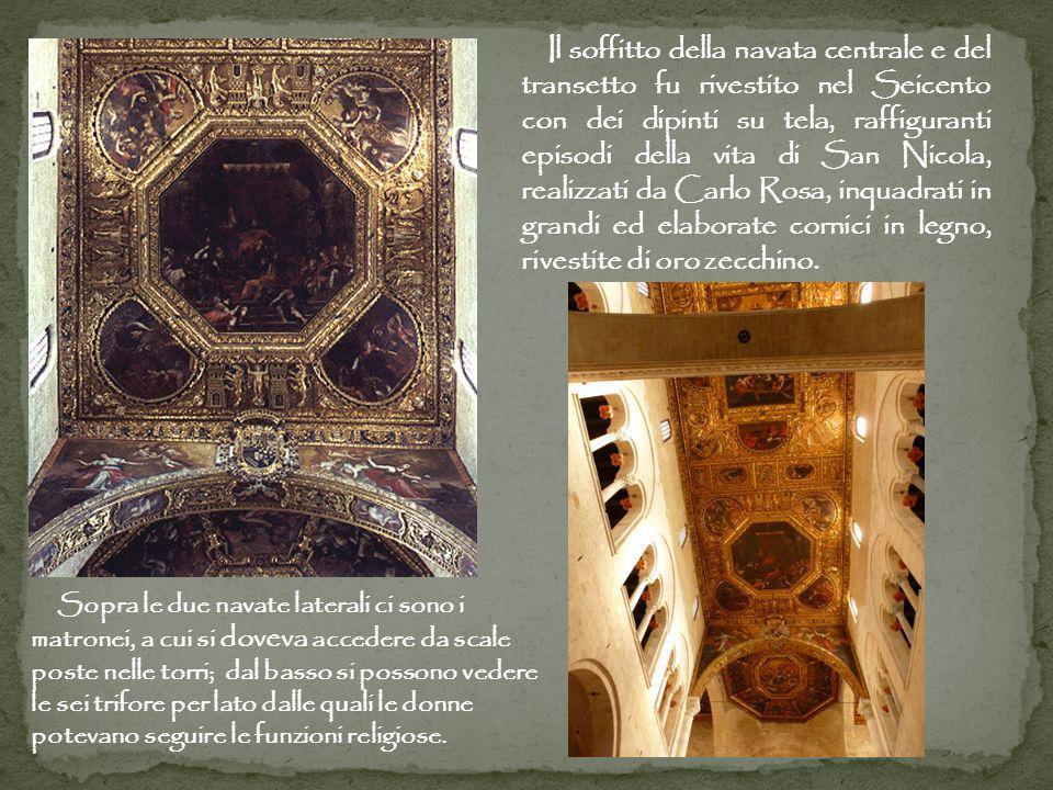 Il soffitto della navata centrale e del transetto fu rivestito nel Seicento con dei dipinti su tela, raffiguranti episodi della vita di San Nicola, re