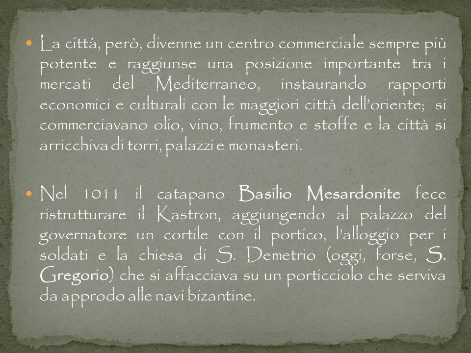 In questa cartina si può vedere quale era la forma del borgo antico di Bari, in epoca bizantina, caratterizzato dalla Corte del Catapano, sede del governatore e delle guarnigioni di Bisanzio, e dalla prima Cattedrale, dedicata alla Madonna Odigitria, di epoca paleocristiana, che fu trasformata nel 1034 e poi distrutta nel 1156 dal re Guglielmo I il Malo, e quindi ricostruita dal 1178 al 1230.