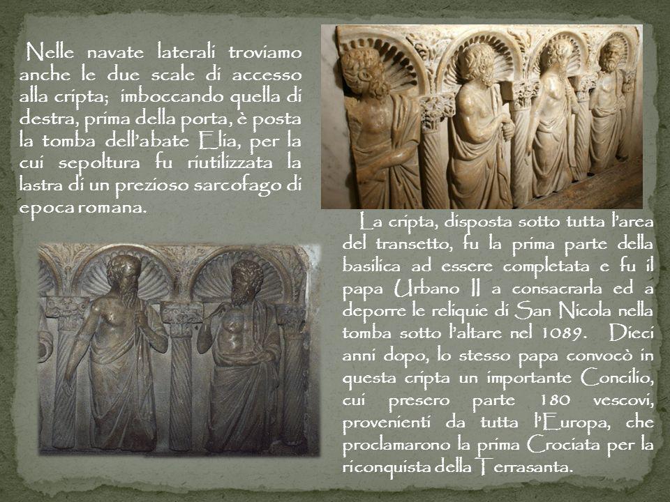 Nelle navate laterali troviamo anche le due scale di accesso alla cripta; imboccando quella di destra, prima della porta, è posta la tomba dellabate E