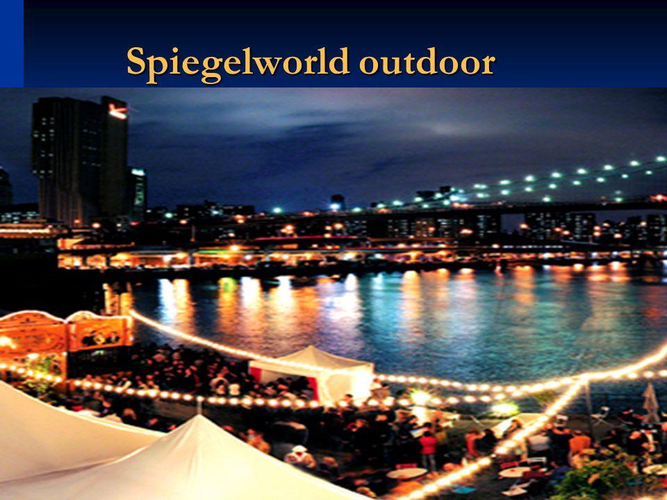 Cinthia Campi 45 Spiegelworld outdoor
