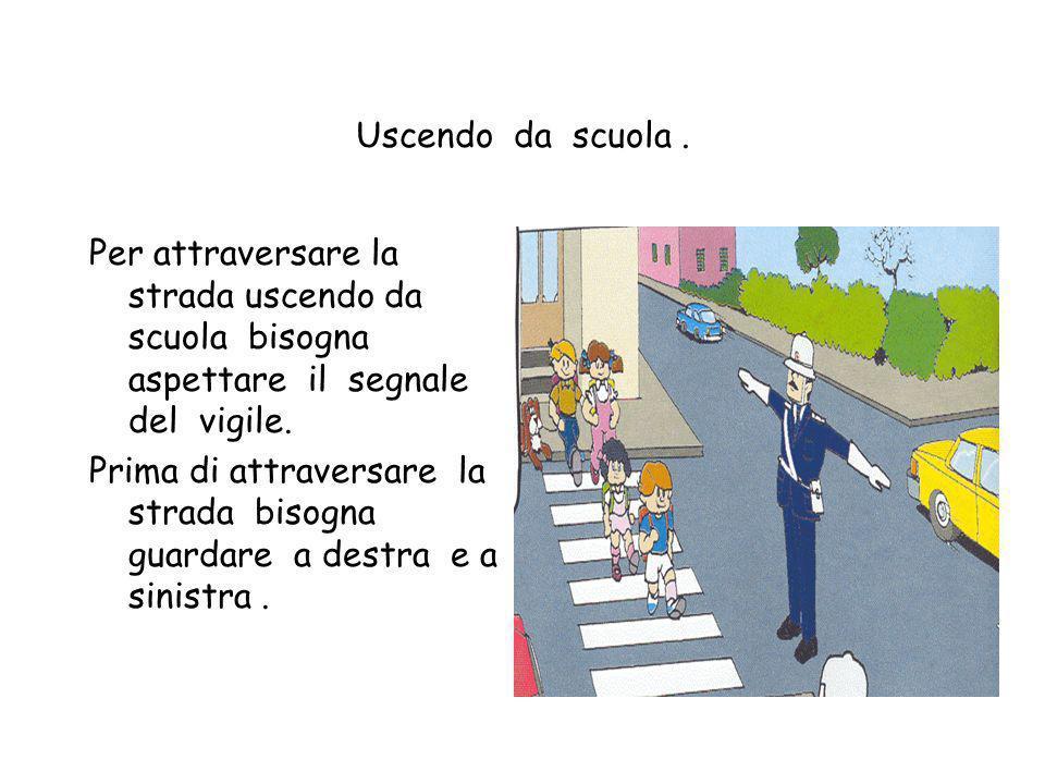 Uscita da scuola I bambini quando escono da scuola devono uscire in fila secondo le regole che ci ha fornito il direttore. Quando scendono le scale pe
