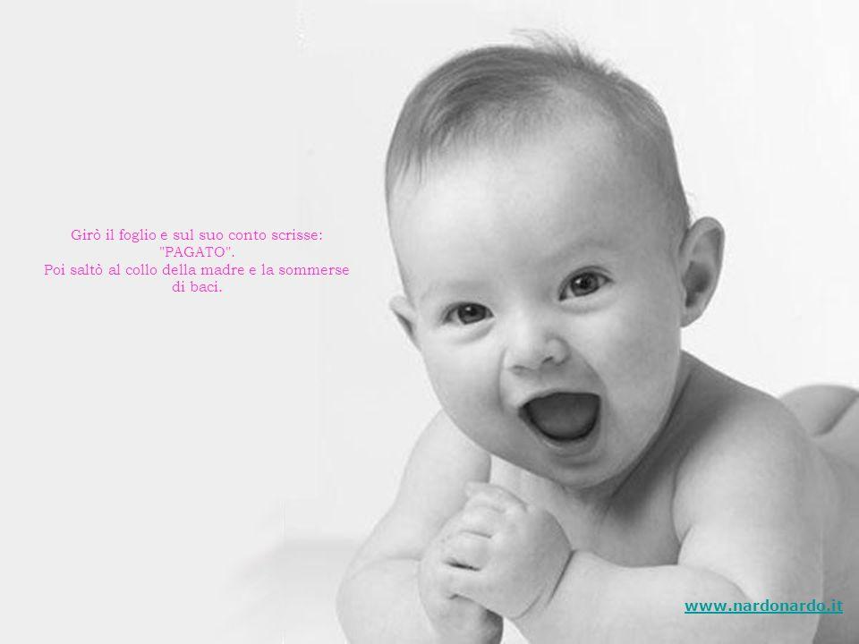 Quando ebbe terminato, sorridendo la mamma diede il foglietto al figlio. Quando il bambino ebbe finito di leggere ciò che la mamma aveva scritto, due