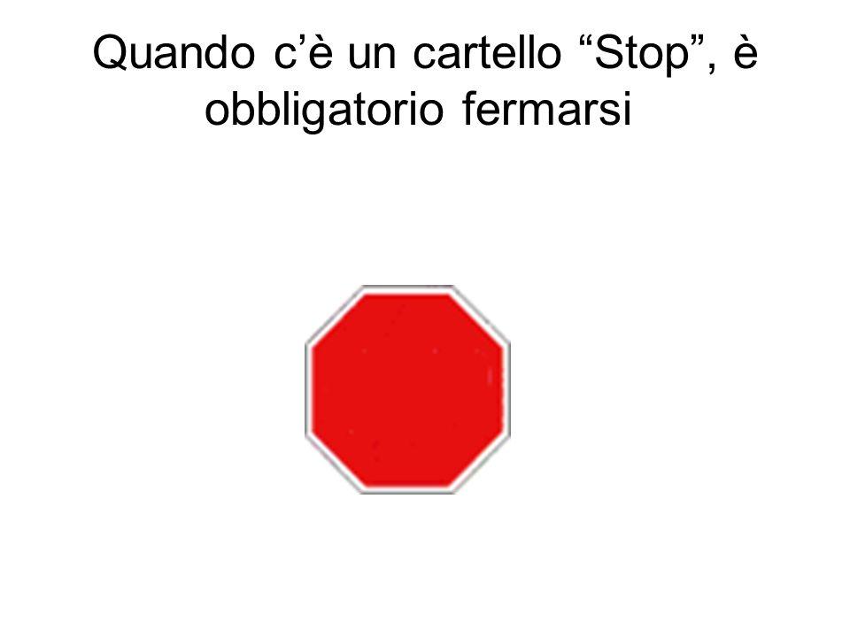 Quando cè un cartello Stop, è obbligatorio fermarsi