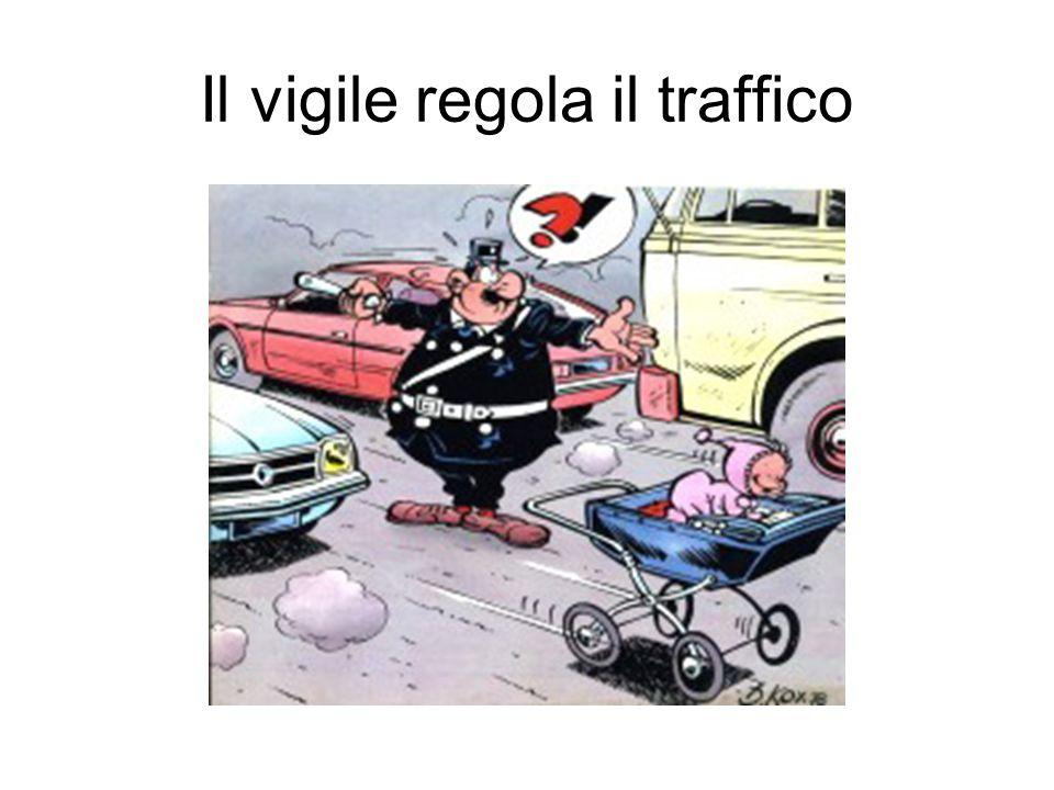Il vigile regola il traffico