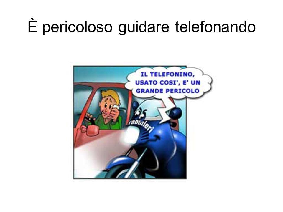È pericoloso guidare telefonando