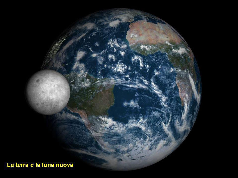La terra con Luna crescente