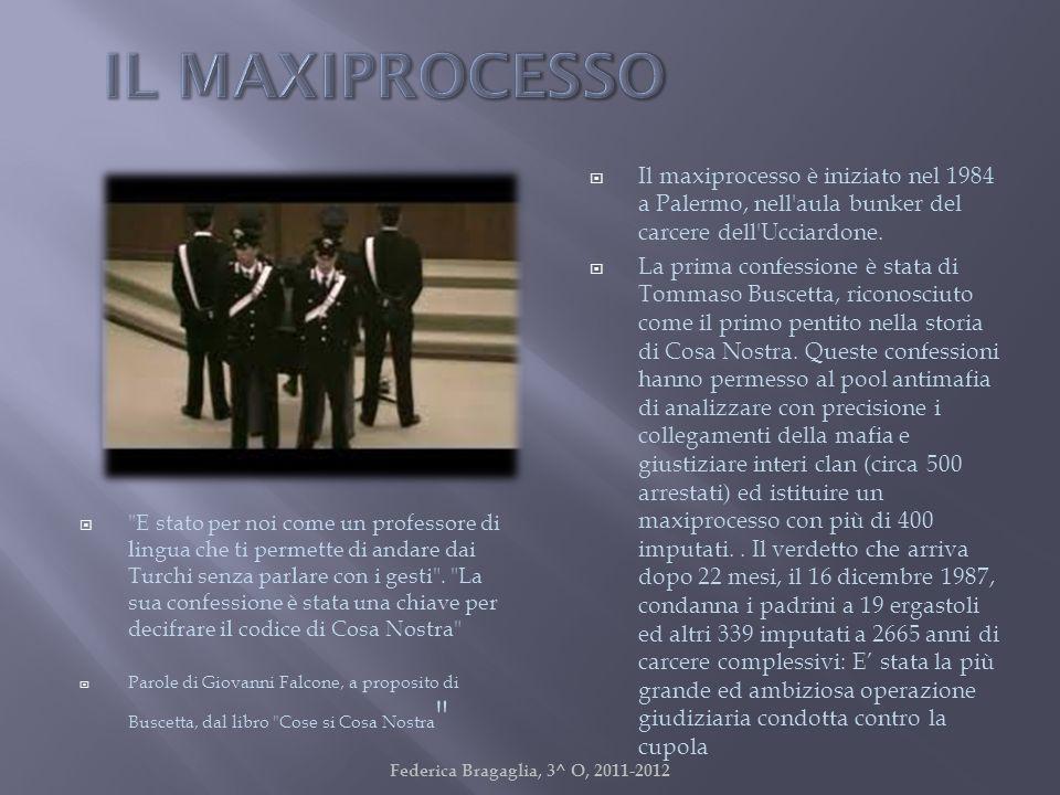 Il maxiprocesso è iniziato nel 1984 a Palermo, nell'aula bunker del carcere dell'Ucciardone. La prima confessione è stata di Tommaso Buscetta, riconos