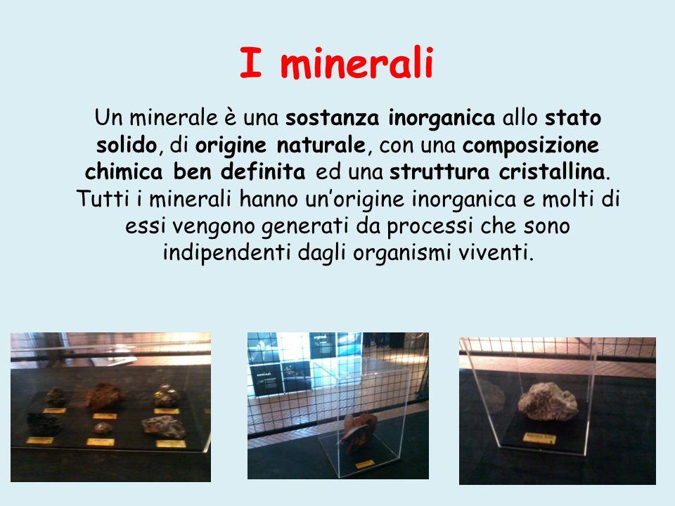 I minerali Un minerale è una sostanza inorganica allo stato solido, di origine naturale, con una composizione chimica ben definita ed una struttura cr