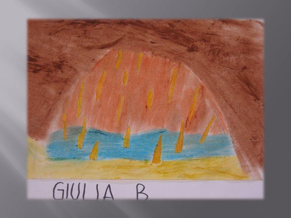 In fondo alla grotta, ad altezza occhi, si è formato un presepio completo, con stalagmiti sottili, corte, ben disposte a rappresentare la capanna con