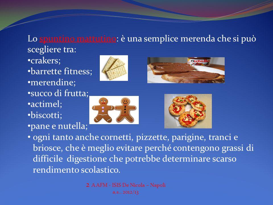 Lo spuntino mattutino: è una semplice merenda che si può scegliere tra: crakers; barrette fitness; merendine; succo di frutta; actimel; biscotti; pane