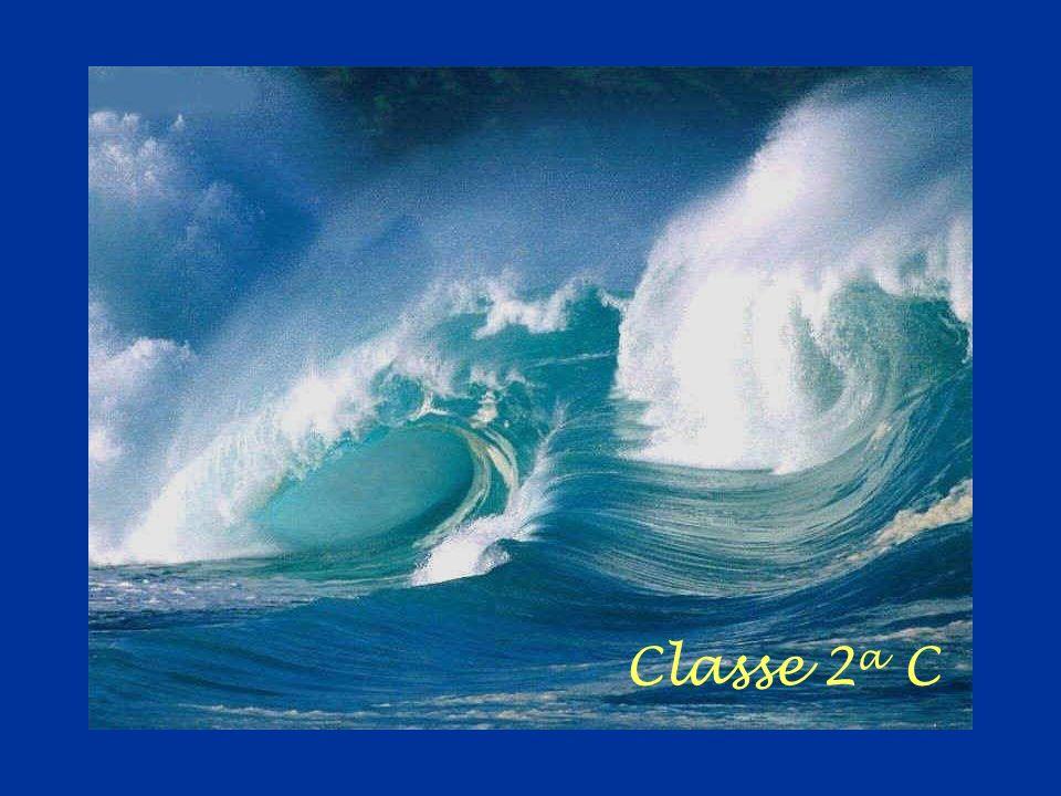 che vivono sotto al tuo bellissimo manto blu Mare che mi culli fammi sognare,.