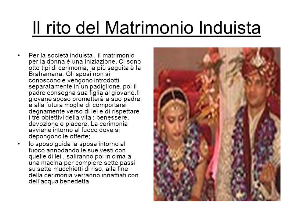 Il rito del Matrimonio Induista Per la società induista, il matrimonio per la donna è una iniziazione. Ci sono otto tipi di cerimonia, la più seguita
