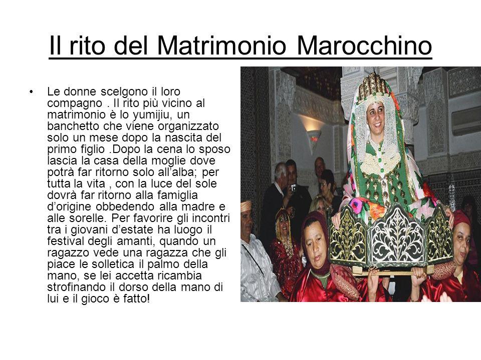 Il rito del Matrimonio Marocchino Le donne scelgono il loro compagno. Il rito più vicino al matrimonio è lo yumijiu, un banchetto che viene organizzat