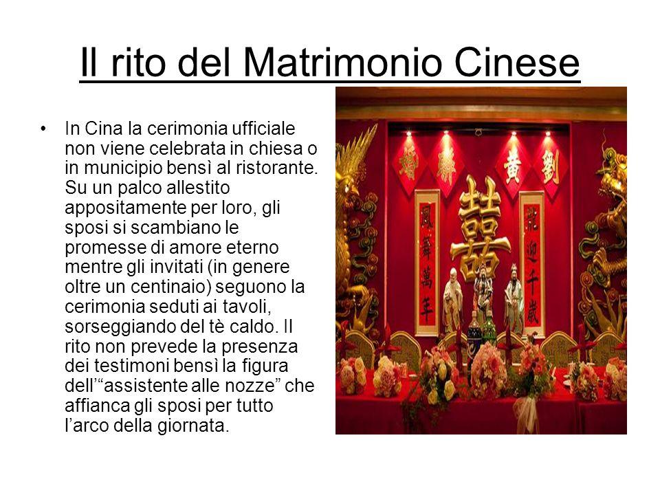 Il rito del Matrimonio Cinese In Cina la cerimonia ufficiale non viene celebrata in chiesa o in municipio bensì al ristorante. Su un palco allestito a