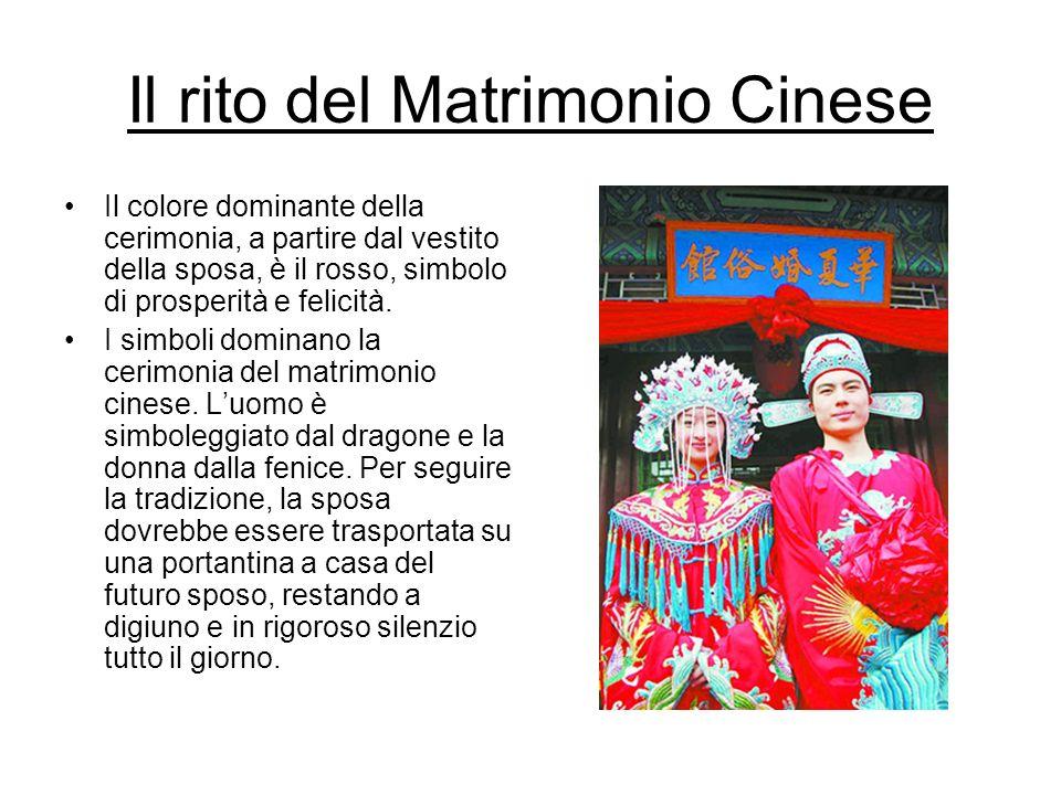 Il rito del Matrimonio Cinese Il colore dominante della cerimonia, a partire dal vestito della sposa, è il rosso, simbolo di prosperità e felicità. I