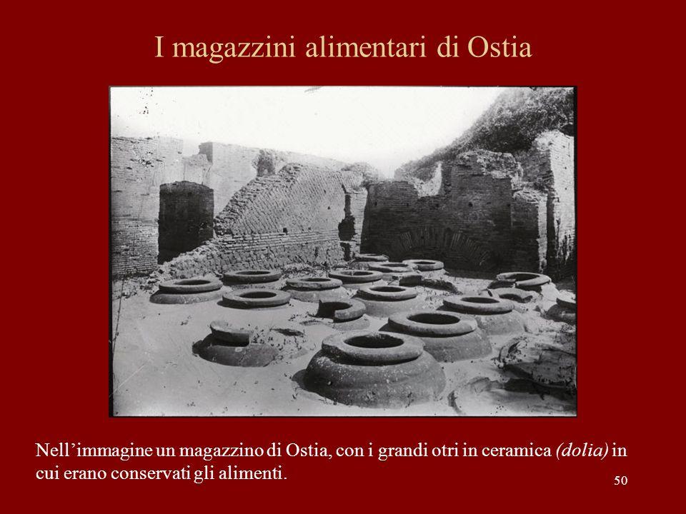 50 I magazzini alimentari di Ostia Nellimmagine un magazzino di Ostia, con i grandi otri in ceramica (dolia) in cui erano conservati gli alimenti.