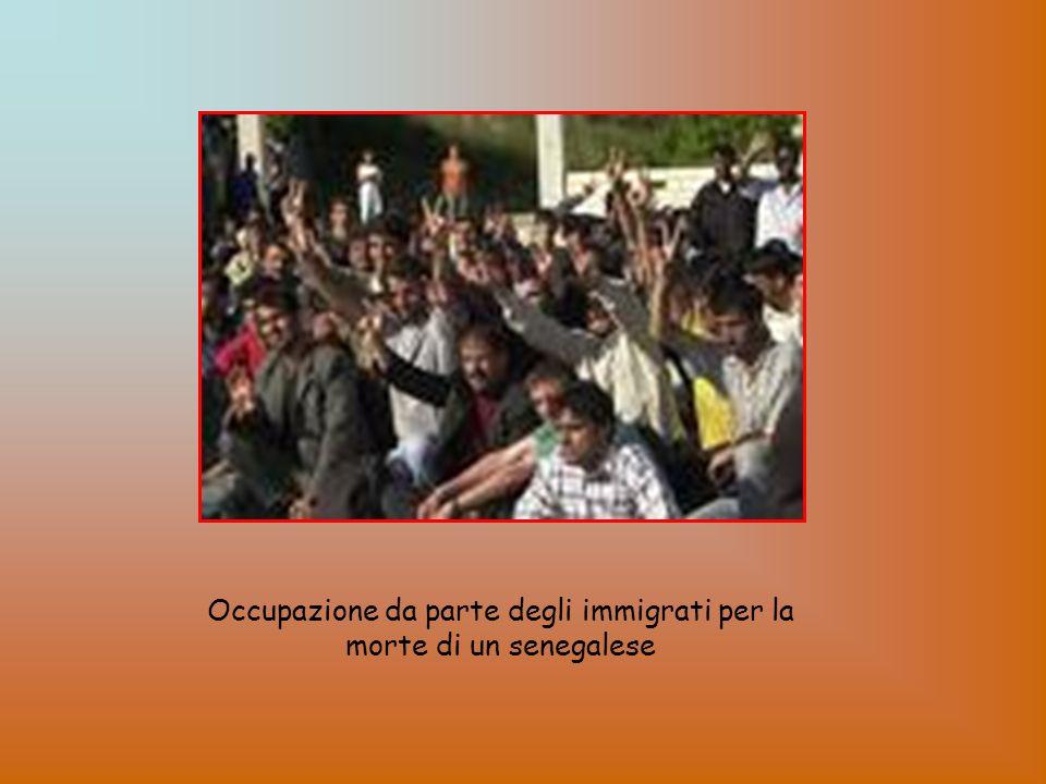 Occupazione da parte degli immigrati per la morte di un senegalese