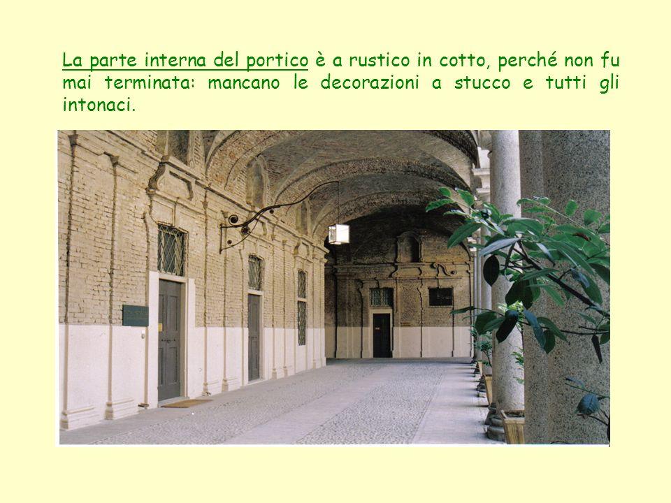 La parte interna del portico è a rustico in cotto, perché non fu mai terminata: mancano le decorazioni a stucco e tutti gli intonaci.