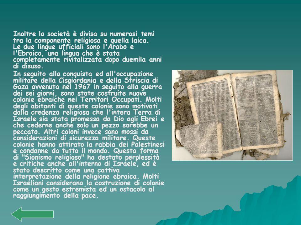 Inoltre la società è divisa su numerosi temi tra la componente religiosa e quella laica. Le due lingue ufficiali sono l'Arabo e l'Ebraico, una lingua