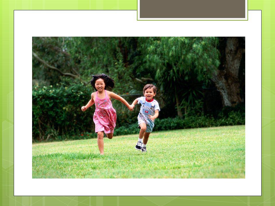 Giochi (continua) Create ostruzioni al gioco Nascondete il giocattolo Ponete il giocattolo dove non lo puo raggiungere Se il bambino non prende liniziativa prendendetela voi Siate allegri e giocosi http://www.youtube.com/watch?v=xgYVpYI9 8Ko&feature=related