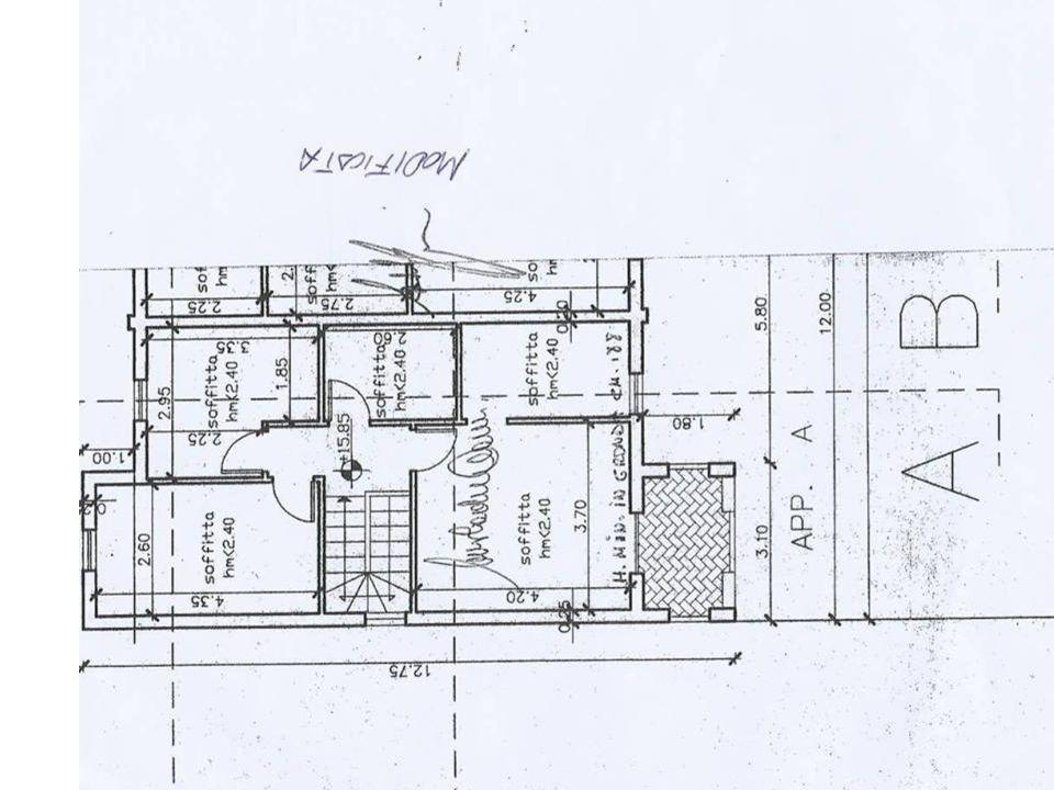 Caratteristiche Principali Costruzione 2005 Zona tranquilla di gran pregio panoramico Tre livelli (garage + rialzato + piano I) Ca 60mq per livello = ca 180mq Porzione = 400mq Giardino ca 300 mq Costruzione antisismica Certificato pareti antirumore Meno di 1km da svincolo SS71.