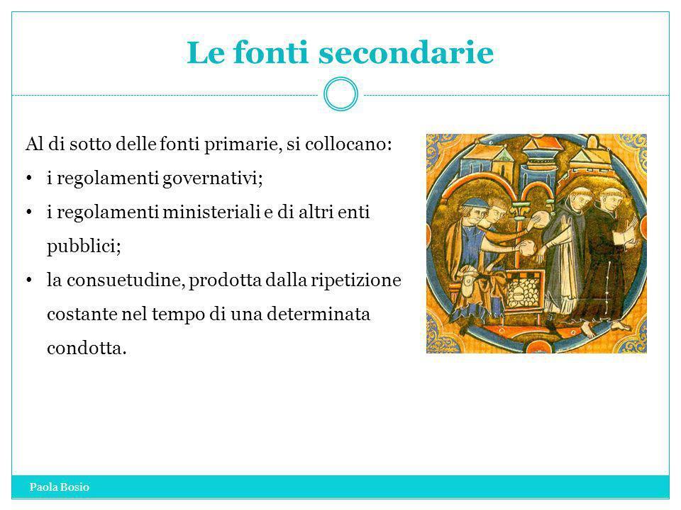 Le fonti secondarie Al di sotto delle fonti primarie, si collocano: i regolamenti governativi; i regolamenti ministeriali e di altri enti pubblici; la