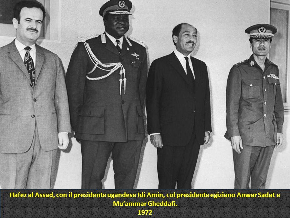 Hafez al Assad, con il presidente ugandese Idi Amin, col presidente egiziano Anwar Sadat e Muammar Gheddafi. 1972 Hafez al Assad, con il presidente ug