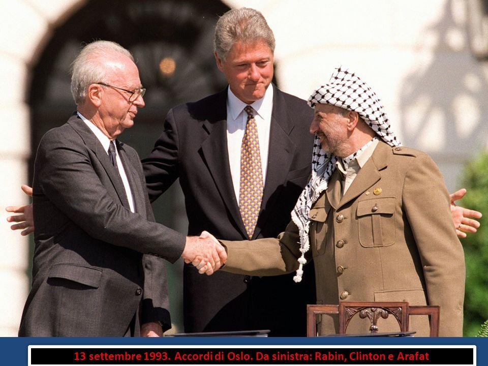 13 settembre 1993. Accordi di Oslo. Da sinistra: Rabin, Clinton e Arafat