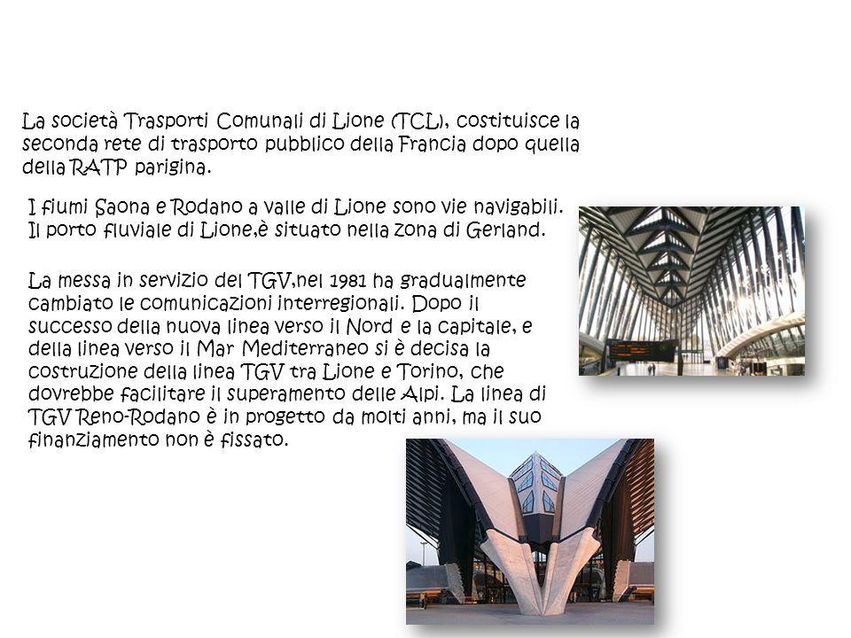 La società Trasporti Comunali di Lione (TCL), costituisce la seconda rete di trasporto pubblico della Francia dopo quella della RATP parigina. I fiumi